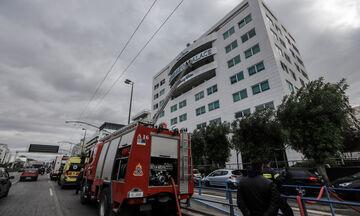 Υπό μερικό έλεγχο η φωτιά σε ξενοδοχείο επί της λεωφόρου Συγγρού (vid)
