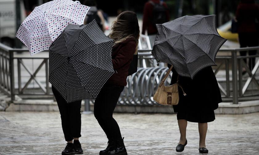 Καιρός: Βροχές στα βορειοδυτικά και σποραδικές καταιγίδες