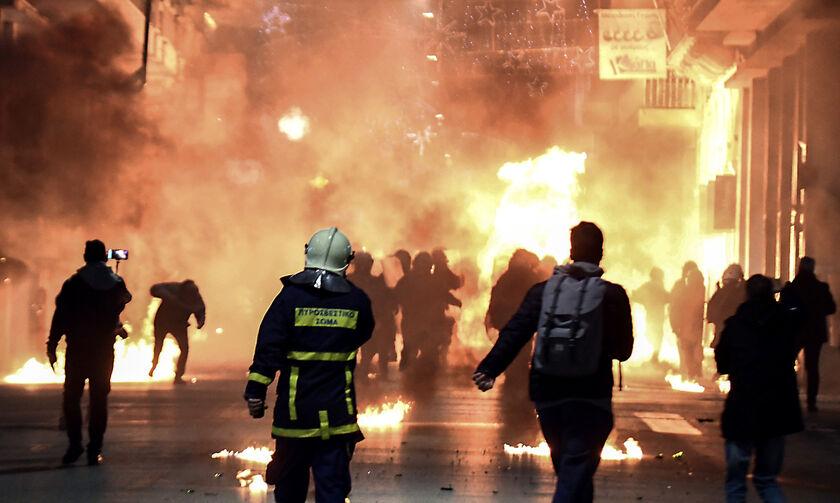 Νύχτα βανδαλισμών στην Αττική: 22 επιθέσεις σε τράπεζες, δημόσιες υπηρεσίες και καταστήματα