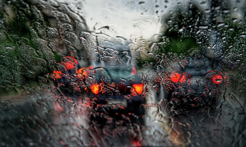 Χρήσιμες συμβουλές για την κακοκαιρία: Τι πρέπει να προσέχουν οι οδηγοί