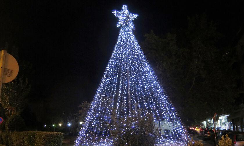 Δείτε τη Χριστουγεννιάτικη Αθήνα τη νύχτα (pics)