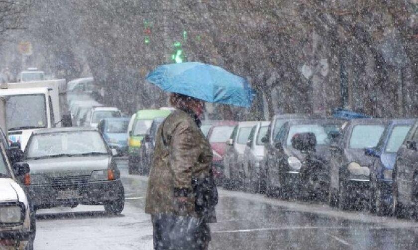 Καιρός - ΕΜΥ: Πέφτει η θερμοκρασία - πού προβλέπονται βροχές
