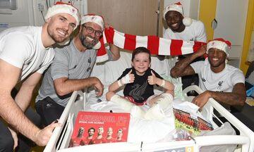 Λίβερπουλ: Μοίρασε χαμόγελα σε νοσοκομείο παίδων (vid+pics)