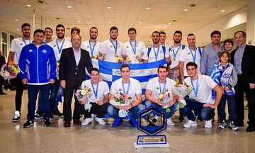 Εθνική Νέων: Η άφιξη και η υποδοχή των παγκόσμιων πρωταθλητών στο πόλο (vids)