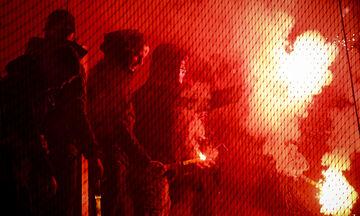 Υποδοχή με καπνογόνα στην αποστολή του Ολυμπιακού στον Βόλο! (vids)