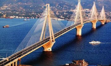 H φωτογραφία της χρονιάς: Κεραυνός χτυπάει τη γέφυρα Ρίου-Αντίρριου (pic)