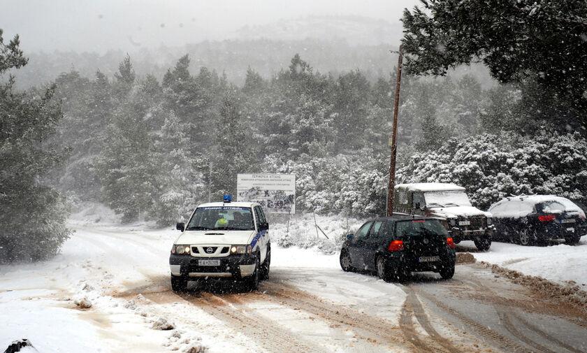 Οδήγηση στο χιόνι: Τι πρέπει να προσέξουμε σε αυτοκίνητα και μοτοσυκλέτες