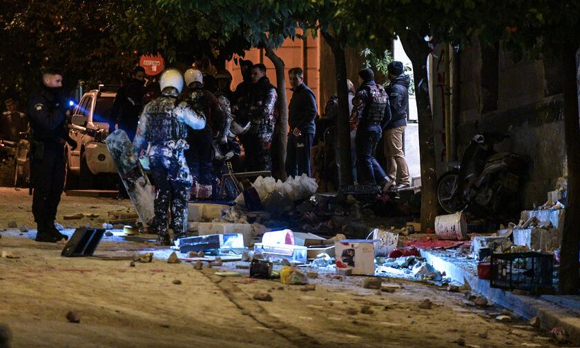 Κουκάκι: Τσιμεντόλιθοι, μπογιές και πέντε συλλήψεις!