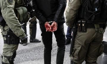 Κουκάκι: Έφτασαν στις 13 οι συλλήψεις, 6 οι τραυματίες! (vids)