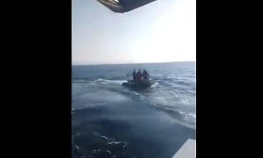 Όπλο έβγαλαν Τούρκοι λιμενικοί κατά Ελλήνων ψαράδων (vid)