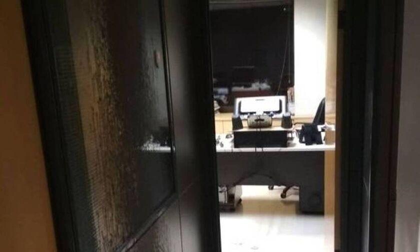 Επίθεση Ρουβίκωνα στα γραφεία των εφημερίδων «Δημοκρατία» και «Espresso» (vid)