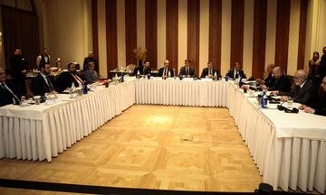 Πώς κάθισαν στο τραπέζι οι παρόντες στην συνάντηση των Big 4 (vid)