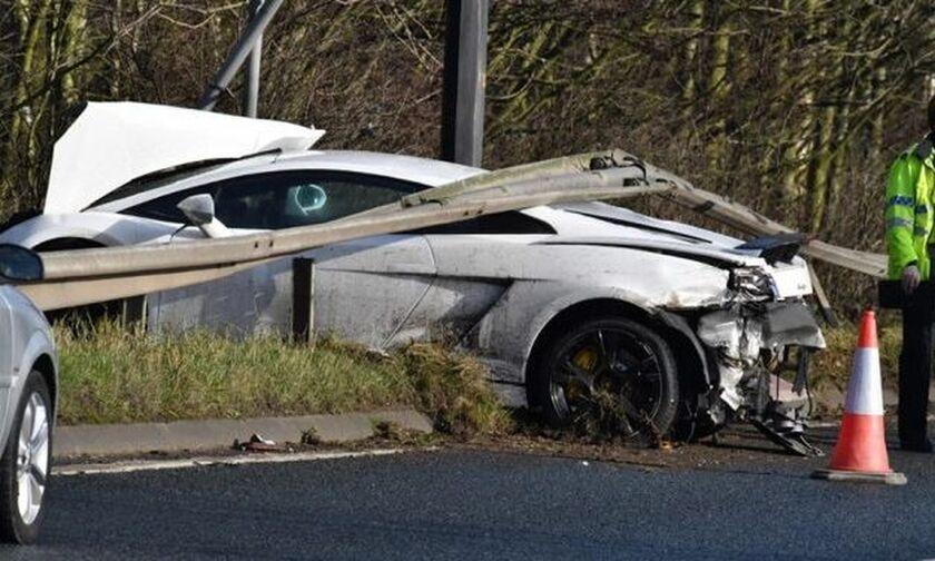 Γνωστός ποδοσφαιριστής διέλυσε τη Lamborghini του!