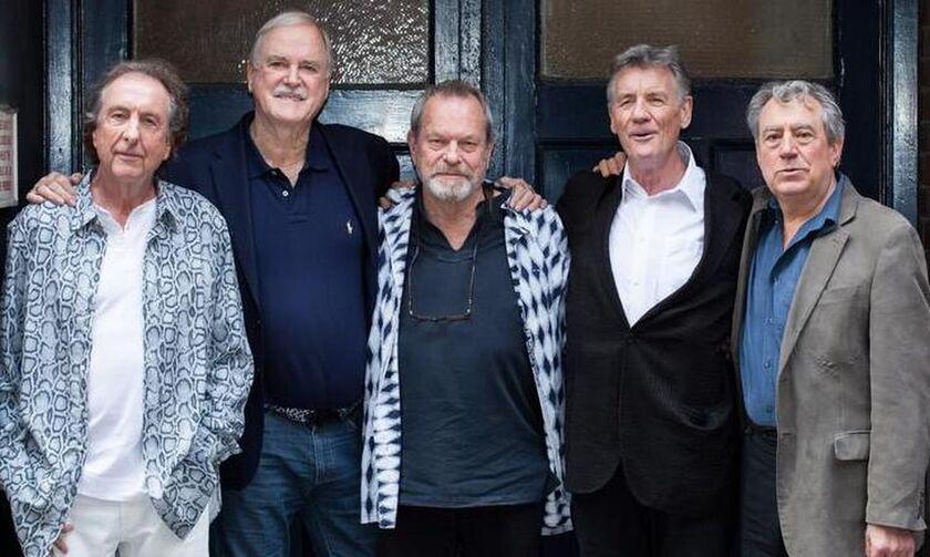Το «αντίο» των Monty Python στον Τέρι Τζόουνς: «Πέθαναν δύο, περιμένουμε άλλους τέσσερις!» (vids)