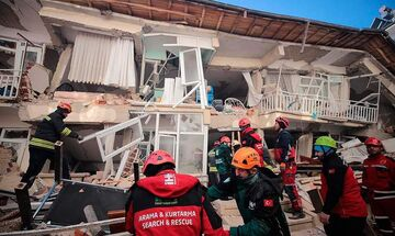 Τουρκία: Στους 22 οι νεκροί από τον ισχυρό σεισμό, γυναίκα διασώθηκε μετά από 17 ώρες
