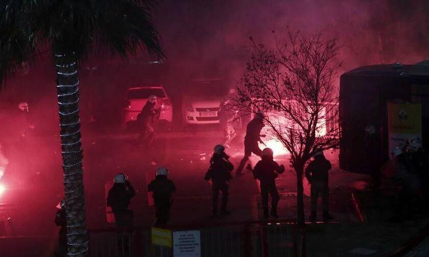 Συμπλοκές οπαδών - αστυνομικών στην Ηλιούπολη (vid)