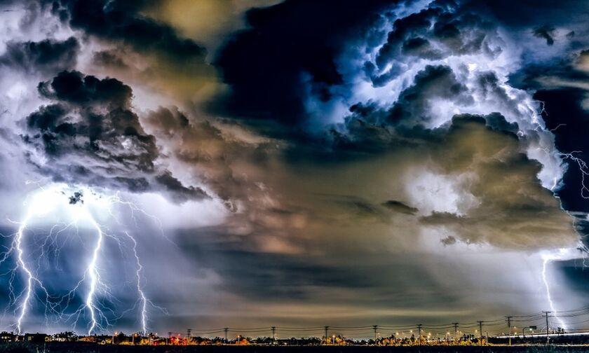 Καιρός: Τοπικές βροχές και καταιγίδες