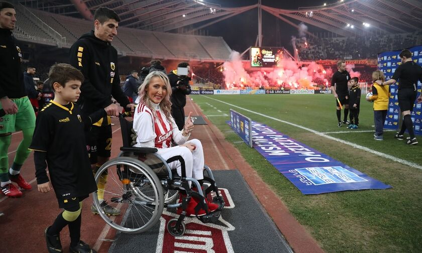 AEK - Oλυμπιακός: Μυρτώ και Τόνια στο ΟΑΚΑ (pics & vid)