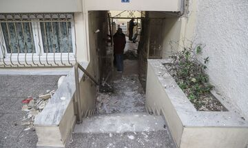 Εικόνες από το σημείο της έκρηξης έξω από το σπίτι εφοπλιστή στον Πειραιά