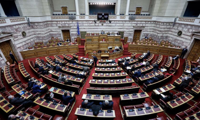 Live streaming: Η συζήτηση της τροπολογίας-έκτρωμα στη Βουλή για να μην υποβιβασθούν Ξάνθη, ΠΑΟΚ