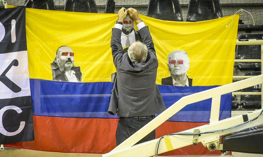 ΠΑΟΚ - Παμβοχαϊκός: Διακοπή του αγώνα για το πανό της ντροπής (pics)