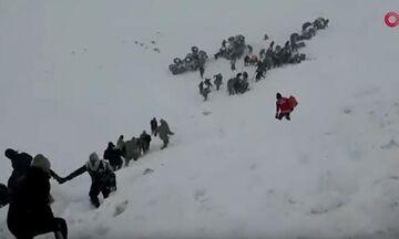 Στους 28 οι νεκροί από χιονοστιβάδες στην Τουρκία (vids)