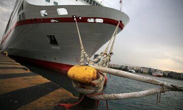 ΠΕΝΕΝ: Απεργία για όλα τα πλοία, στο Λιμάνι του Πειραιά