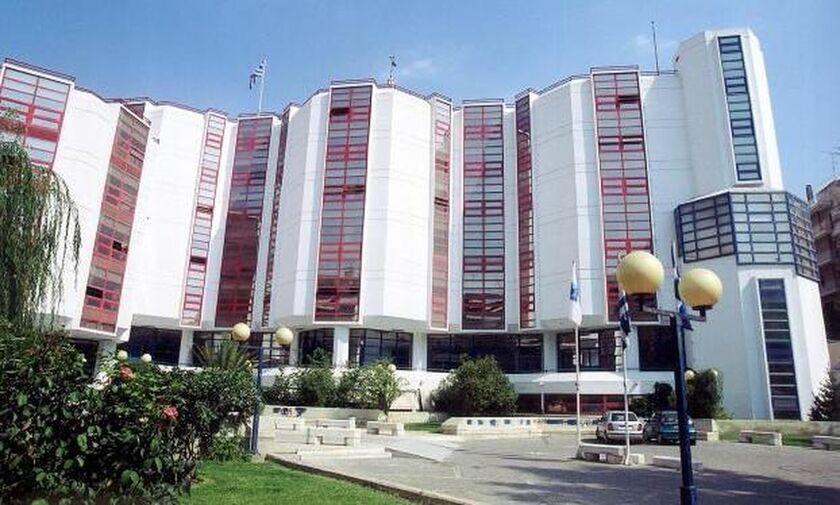 Πανεπιστήμιο Πειραιά: Γυαλιά - καρφιά έκαναν κουκουλοφόροι τα γραφεία της ΔΑΠ!