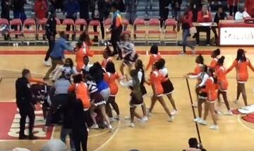 Οι τσιρλίντερ της οργής: Πλακώθηκαν σε αγώνα μπάσκετ (vid)
