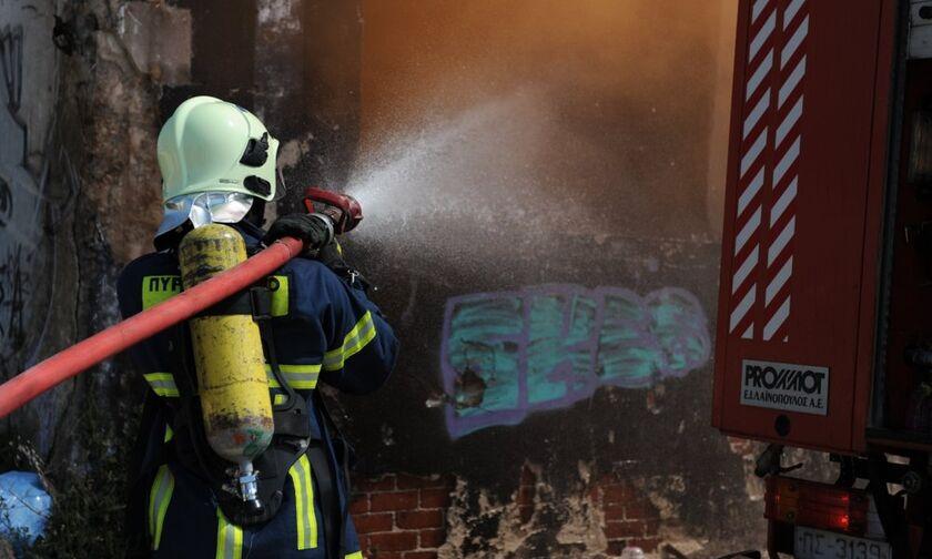 Χωρίς τις αισθήσεις της ηλικιωμένη σε διαμέρισμα στο Νέο Κόσμο μετά από πυρκαγιά