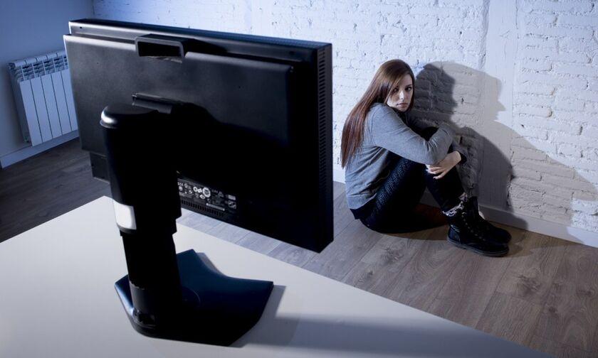 Οι παγίδες των παιδόφιλων στο διαδίκτυο, η πορνογραφία - Η Δίωξη Ηλεκτρονικού Εγκλήματος συμβουλεύει