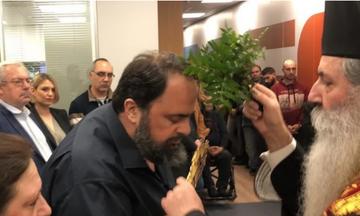 Aγιασμός στο MEGA TV παρουσία του Βαγγέλη Μαρινάκη (vid)