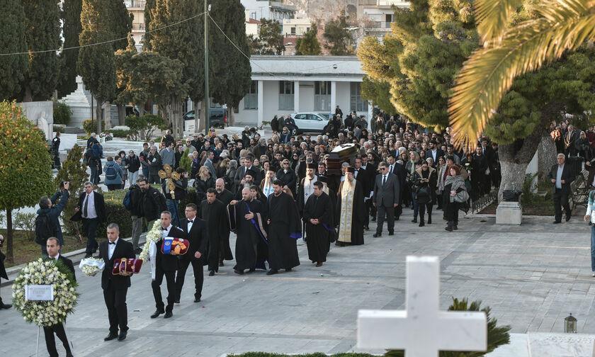 Μητσοτάκης, Παυλόπουλος στο τελευταίο «αντίο» της Κικής Δημουλά (pics)