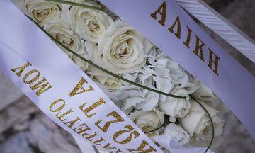 Κώστας Βουτσάς: Σε λαϊκό προσκύνημα η σορός του (pics) - Ο Άνθιμος Ανανιάδης τον αποχαιρετά