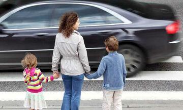 Οι οδηγοί ακριβών αυτοκινήτων αγνοούν τους πεζούς