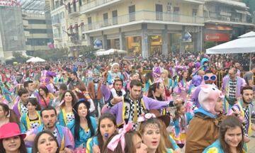 Πάτρα: Ποιος κορονοϊός; Ποια ματαίωση; Χιλιάδες καρναβαλιστές έτοιμοι για τη μεσημεριανή παρέλαση