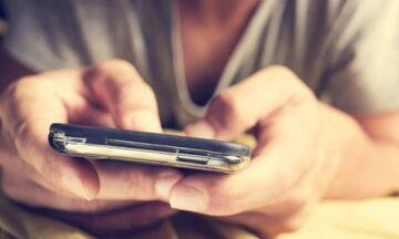 Κοροναϊός: Πόσο μένει πάνω στα κινητά