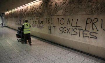 Κουκουλοφόροι γέμισαν με συνθήματα τον σταθμό μετρό της Ακρόπολης (pics)