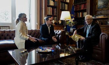 Στον Πρόεδρο της Δημοκρατίας Λευτέρης Πετρούνιας και Βασιλική Μιλλούση: Το δώρο του Ολυμπιονίκη