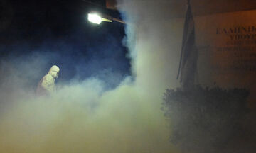 O Δήμος Πειραιά απολυμαίνει τα σχολεία - Κεραμέως: «Δεν κλείνουν προς το παρόν τα σχολεία»
