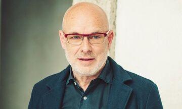 Ο Brian Eno έδωσε δέκα βιβλία για το «Εγχειρίδιο για τον Πολιτισμό»