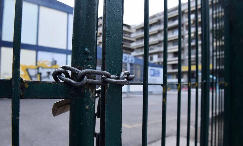 Κλείνουν όλα τα σχολεία στην Ελλάδα λόγω κορονοϊού(vid)