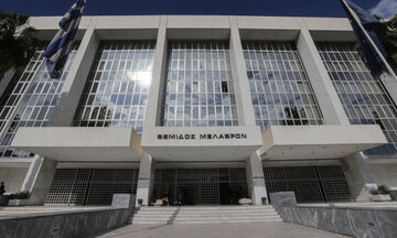 Εισαγγελέας για την τήρηση των μέτρων για κορονοϊό, ποινικές ευθύνες  σε όσους τα παραβιάζουν