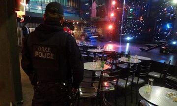 Κορονοϊός: Στον δρόμο η Αστυνομία κάνει ελέγχους σε μαγαζιά - Παίρνει άδειες σε όποιον λειτουργεί