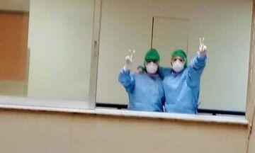 Εικόνες Ιταλίας στο Ρίο: Γιατροί και νοσηλευτές αλλάζουν βάρδια κάνοντας το σήμα της νίκης (pics)