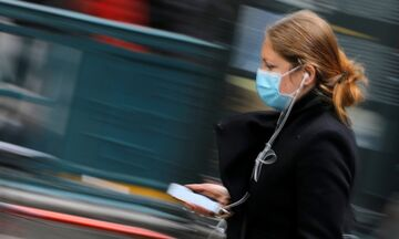 Κορoνοϊός: Προστατεύουν μάσκες και γάντια; Τι απαντά ο επικεφαλής εκτάκτων καταστάσεων του ΠΟΥ