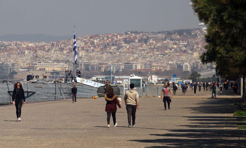 Αψηφούν τα μέτρα στη Θεσσαλονίκη: Βόλτες, ψώνια και Χαλκιδική!