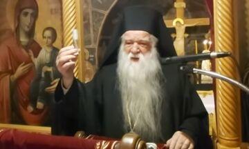 Ιερείς στο Αίγιο ρίχνουν αγιασμό από αγροτικό κατά του κορονοϊού! - Παρών και ο Αμβρόσιος (vid)