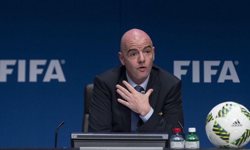 FIFA: Πρόταση προς τους παίκτες για μείωση 50% όσο κρατάει η καραντίνα