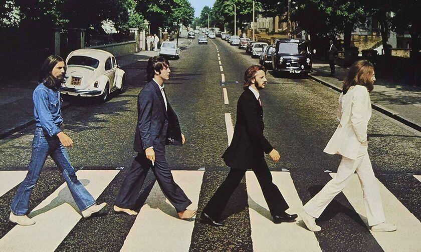 Βeatles: Βάφεται ξανά ο iconic δρόμος του Abbey Road τώρα που κανείς δεν κυκλοφορεί έξω (pic)
